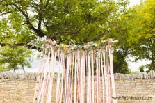 Arche romantique pour Coralie et David. Mariage dans le Lot ©Fleur de sucre Photographe