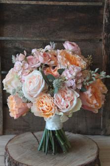 Le bouquet de Sara pour un mariage en hiver. ©Gali M
