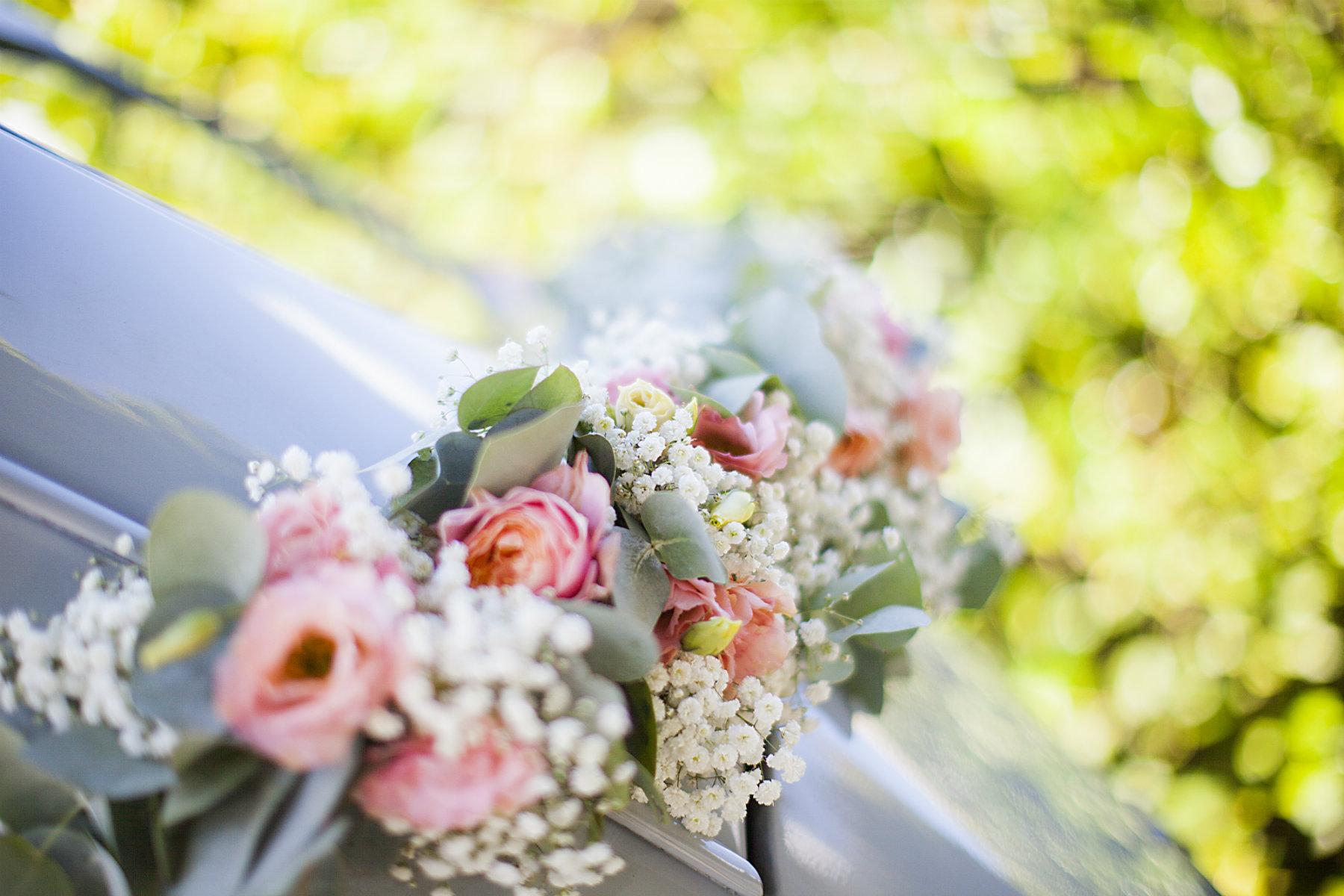 prix decoration voiture mariage fleuriste awesome dposer un bouquet la vierge marie lors de. Black Bedroom Furniture Sets. Home Design Ideas