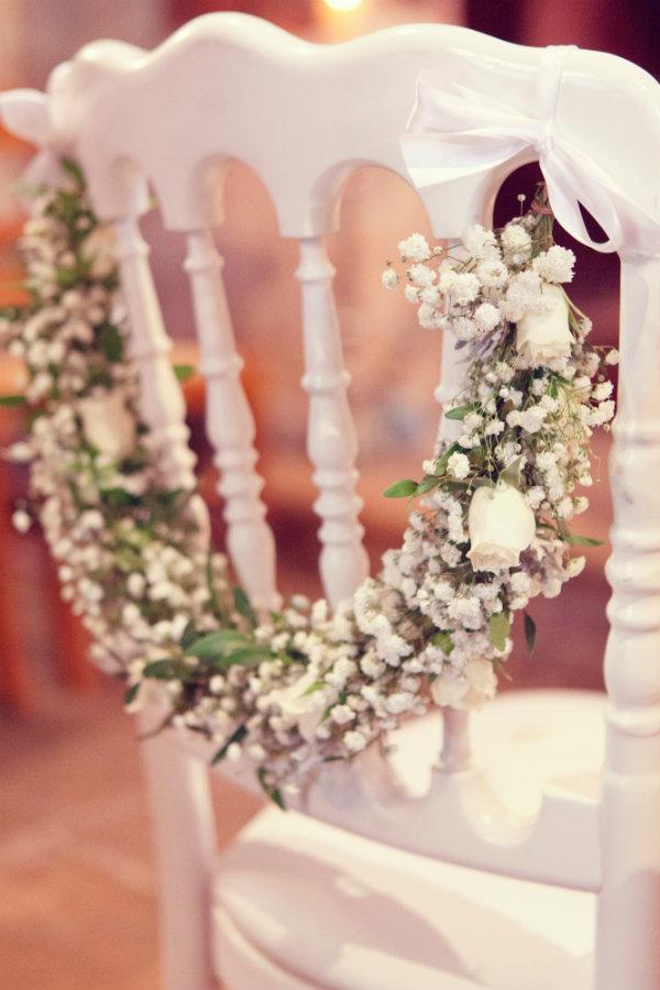 Guirlande de gypsophile et roses pour les chaises des mariés ...